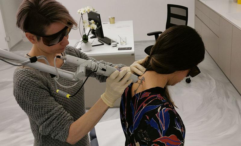 Folgen und Risiken der Laser Tattooentfernung